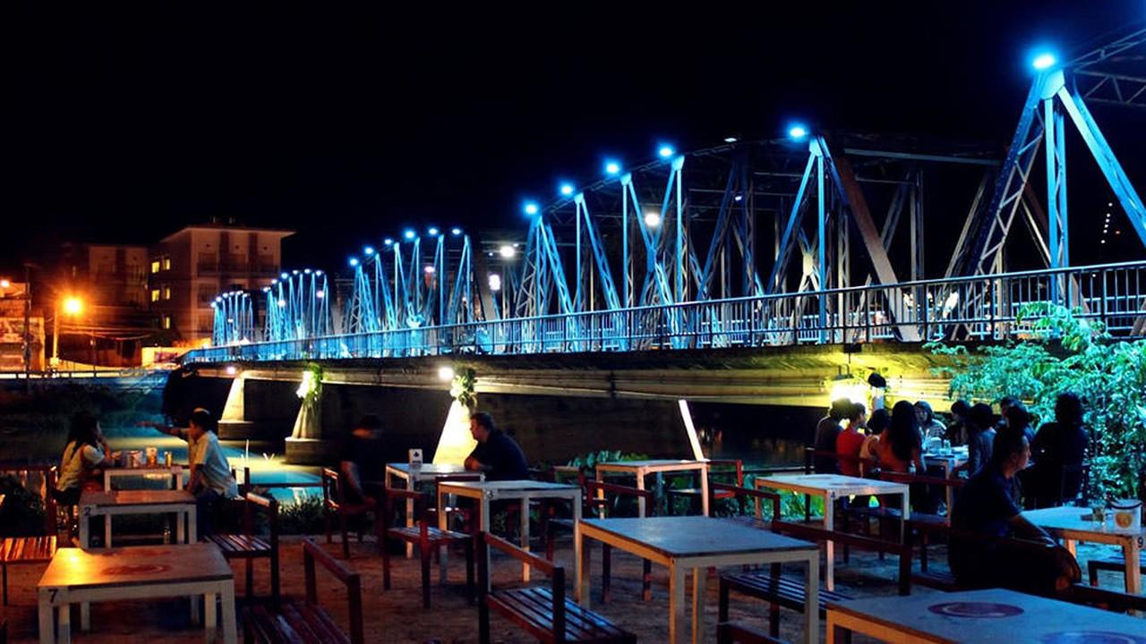 Bus Bar Bar Riverside Chiang Mai Siam2nite
